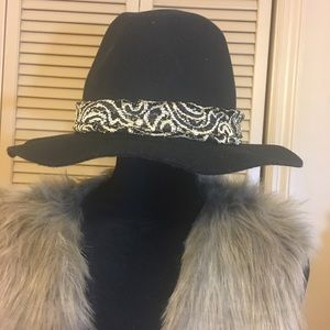 🔥Chico's Black Hat with Gold and Black Band NWT